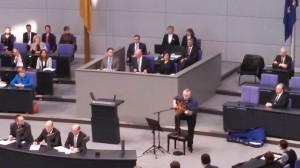 Wolf Biermann singing